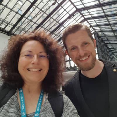 Matt Mullenweg mit Simone Sarodnick beim Wordcamp